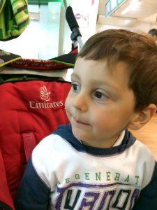 volare emirates con un bambino