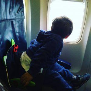 il bagaglio a mano quando si viaggia sola con un bambino