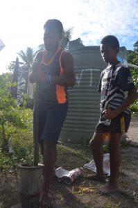 bere la kava alle Fiji